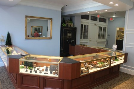 Rick terry 39 s jewelry designs opens in downtown knoxville for Terry pool design jewelry